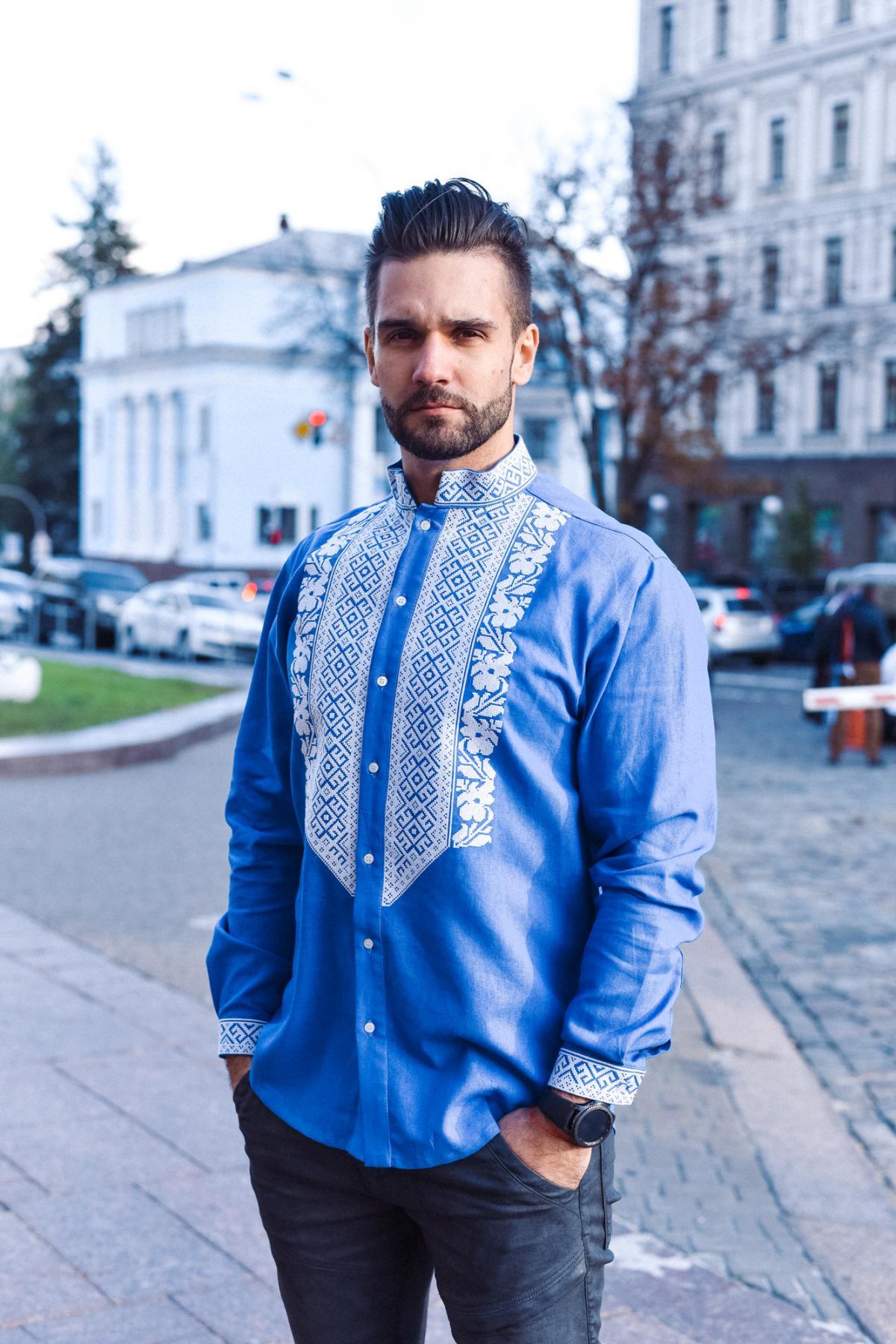 Мужская вышиванка голубого цвета
