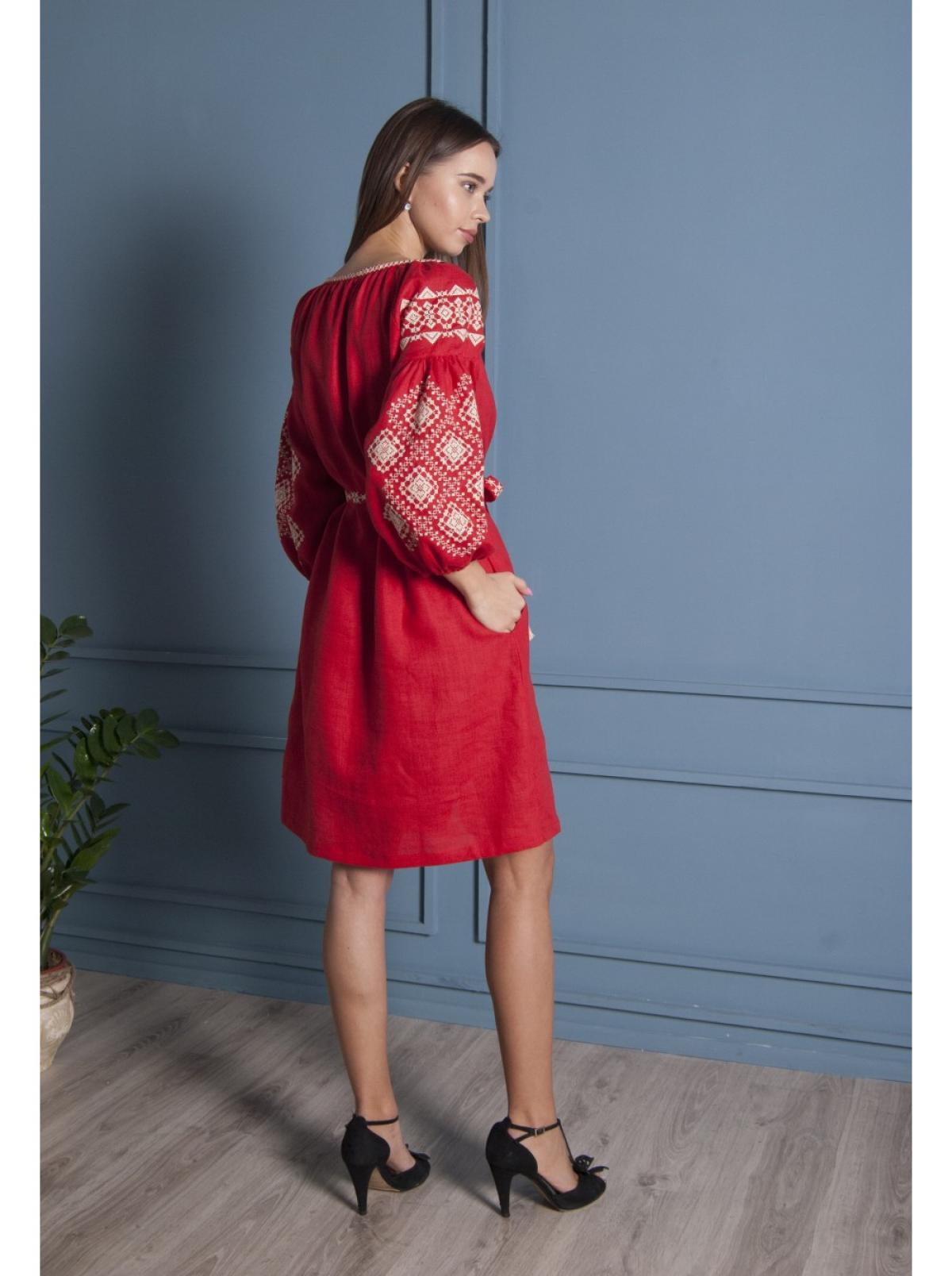 Красная льняное вишитое  платье-миди. Фото №3. | Народный дом Украина