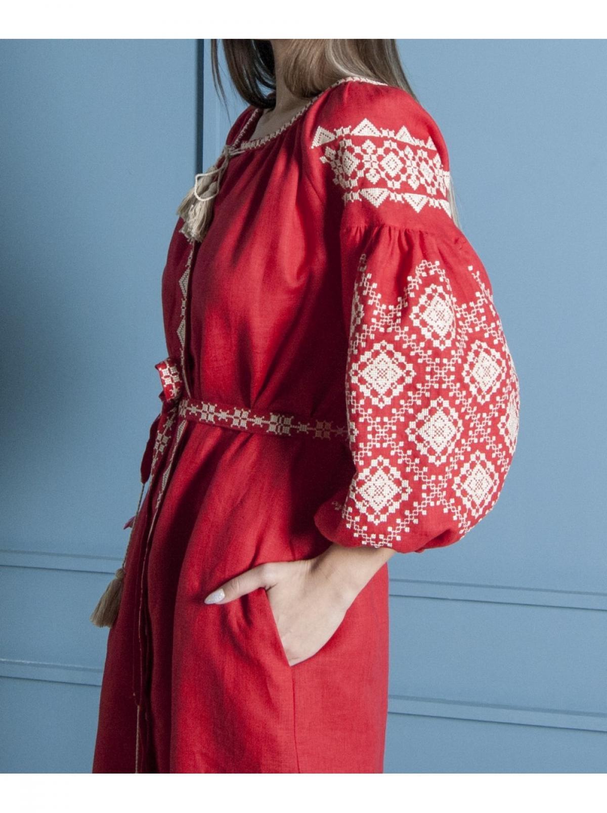 Красная льняное вишитое  платье-миди. Фото №4. | Народный дом Украина