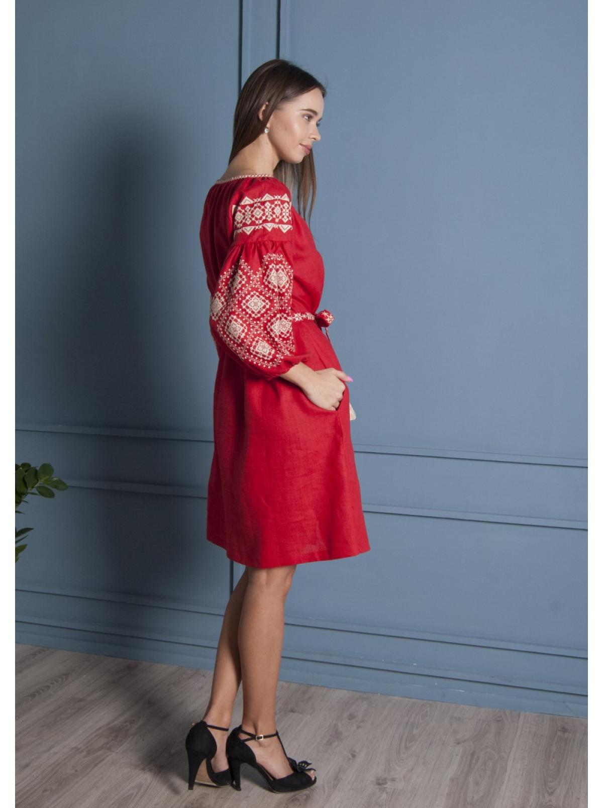 Красная льняное вишитое  платье-миди. Фото №5. | Народный дом Украина