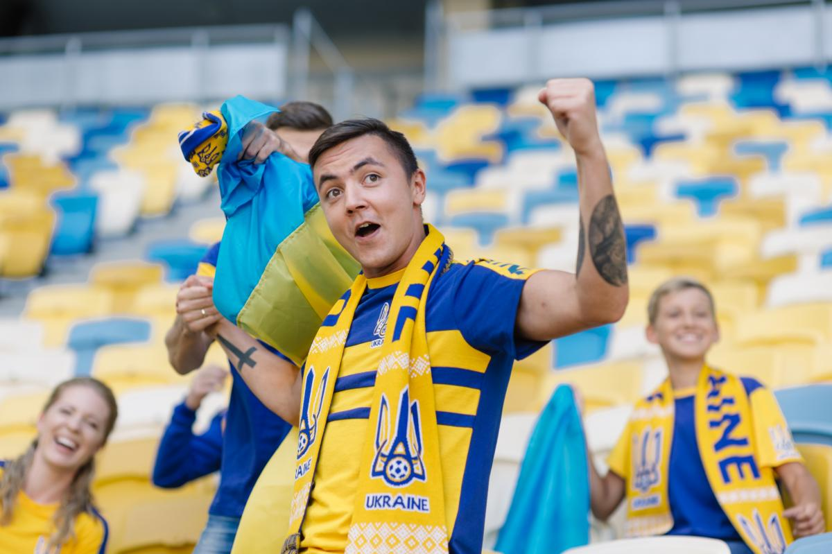 Scarf with the national team logo of Ukraine