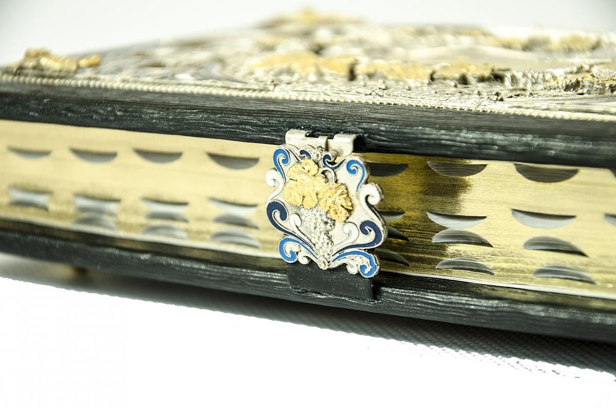 The Bible is in an expensive decoration. Photo №4. | Narodnyi dim Ukraine
