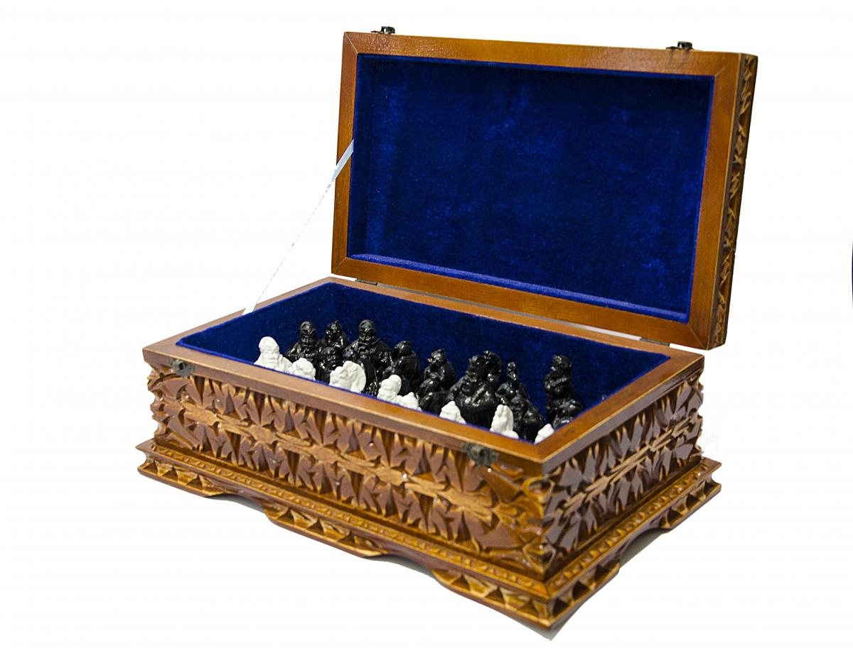 Chess in the Ukrainian style in a box without a board. Photo №1. | Narodnyi dim Ukraine
