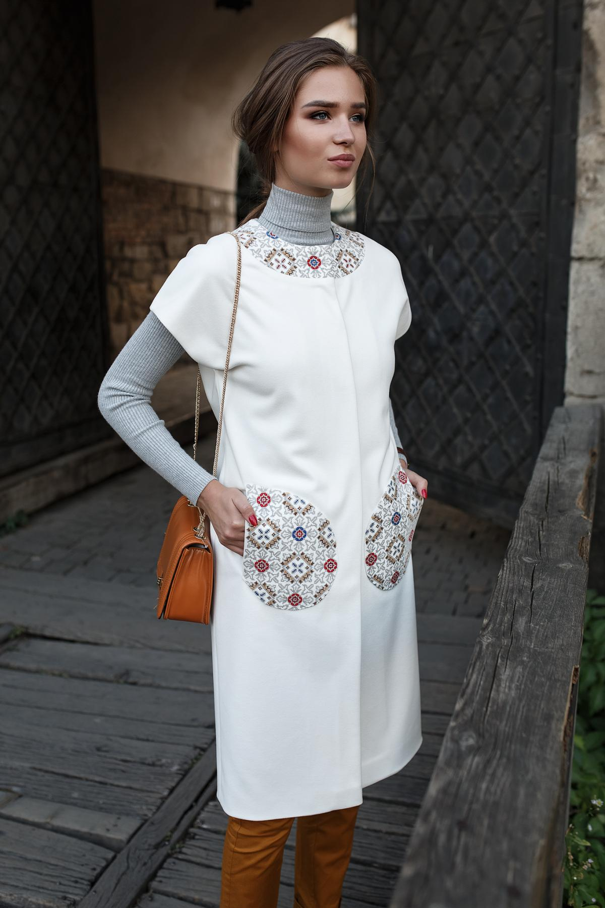 White cardigan with embroidered pockets and collar. Photo №1. | Narodnyi dim Ukraine