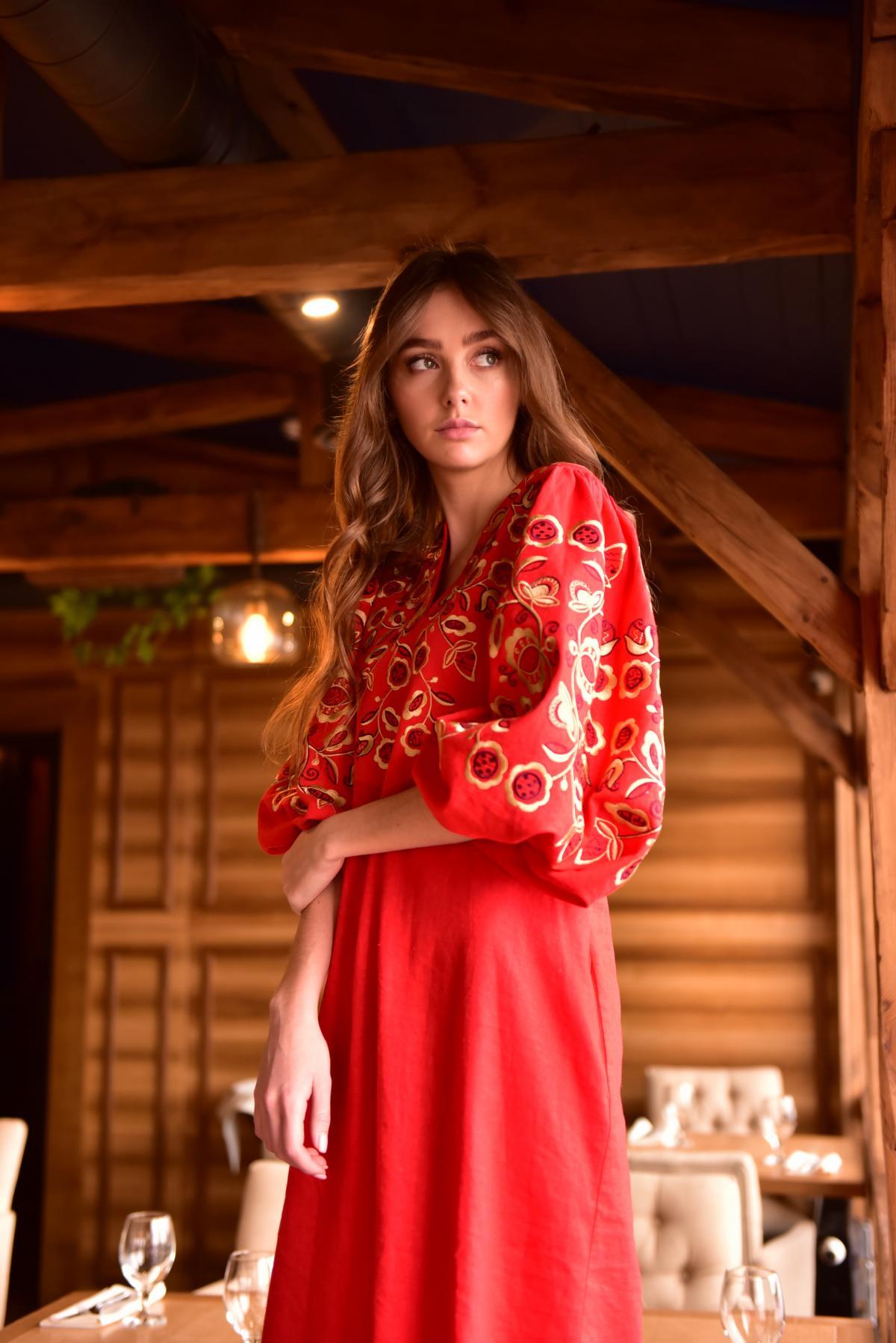 Платье вышитое «Находка» красное. Фото №3. | Народный дом Украина