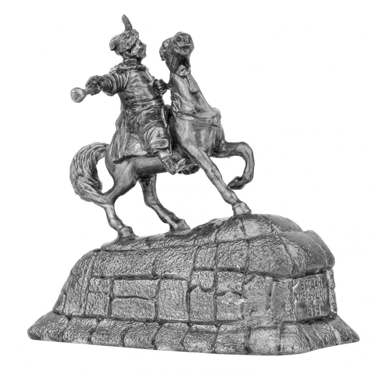 Фигурка казака на коне с булавой