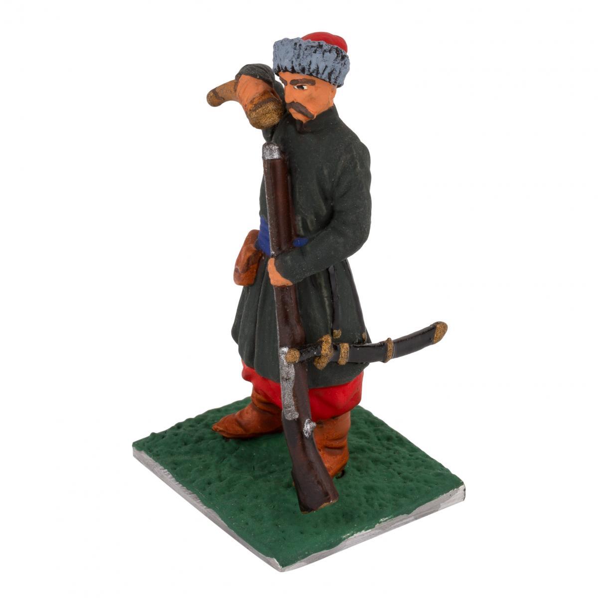 Фигурка мужчины с винтовкой. Фото №2. | Народный дом Украина