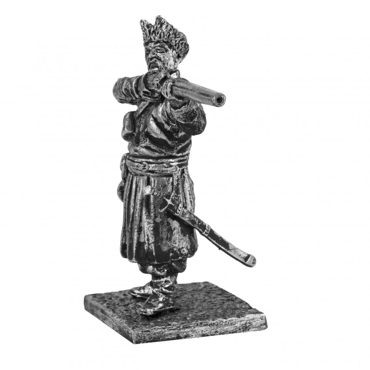 Серебристая фигурка мужчины с винтовкой. Фото №2.   Народный дом Украина