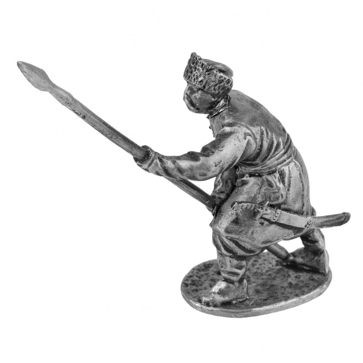 Серебристая фигурка человека с копьем. Фото №2.   Народный дом Украина