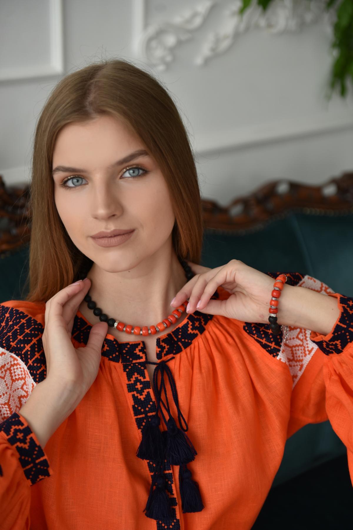 Помаранчева сукня з біло-чорною вишивкою. Фото №3. | Народний дім Україна