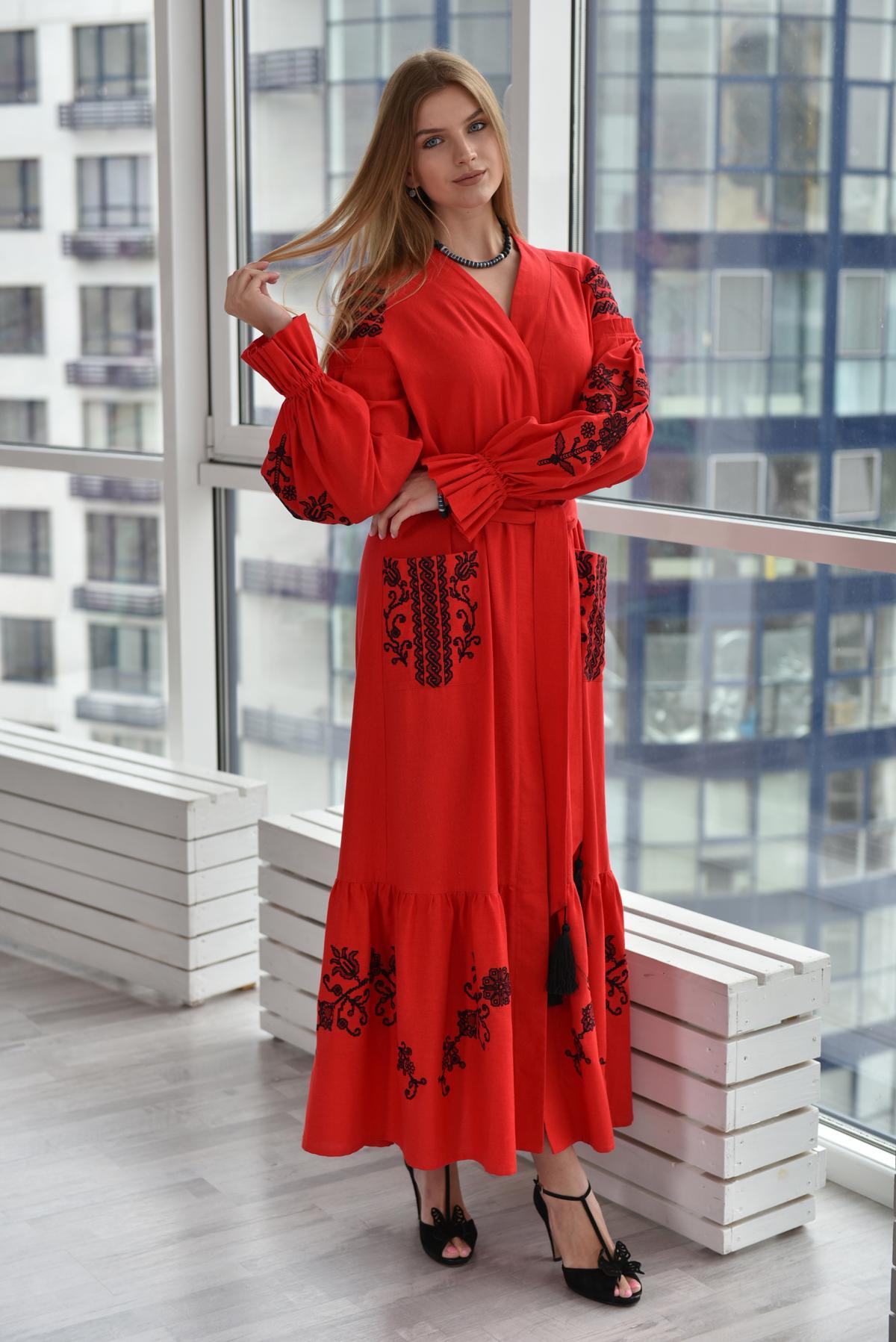 Красное длинное вышитое платье. Фото №2. | Народный дом Украина