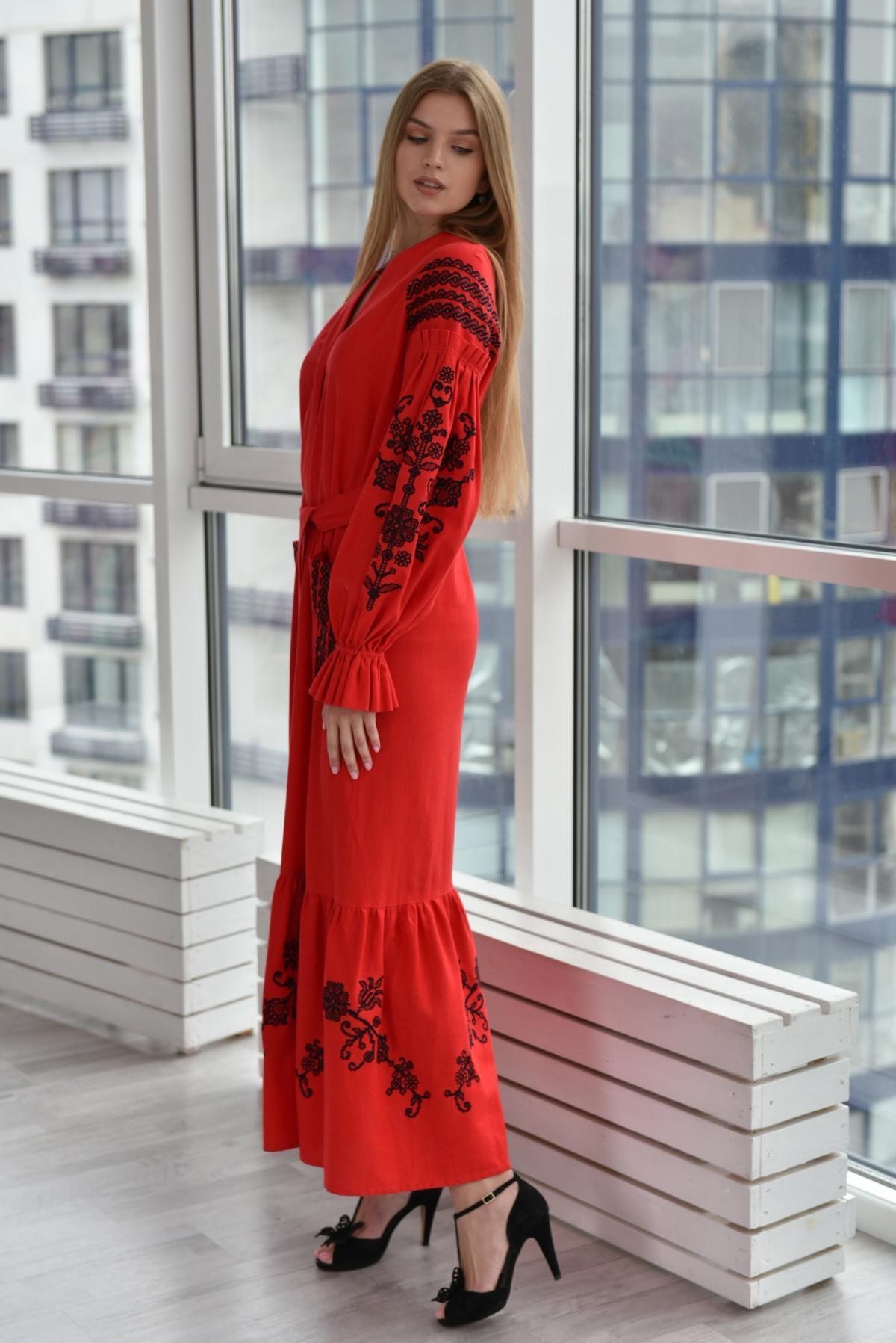 Красное длинное вышитое платье. Фото №3. | Народный дом Украина