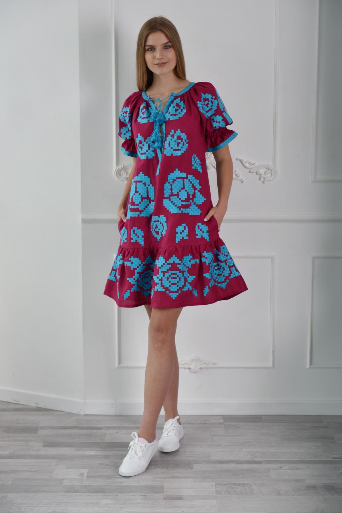 Платье короткое с голубой вышивкой. Фото №1. | Народный дом Украина