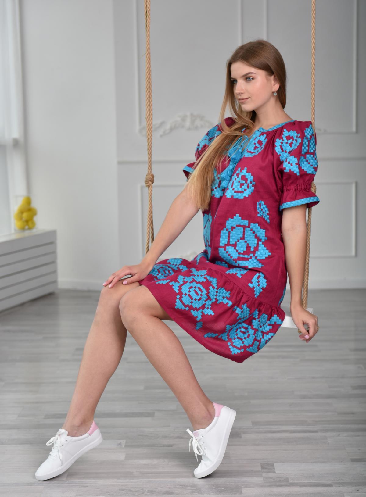Платье короткое с голубой вышивкой. Фото №3. | Народный дом Украина