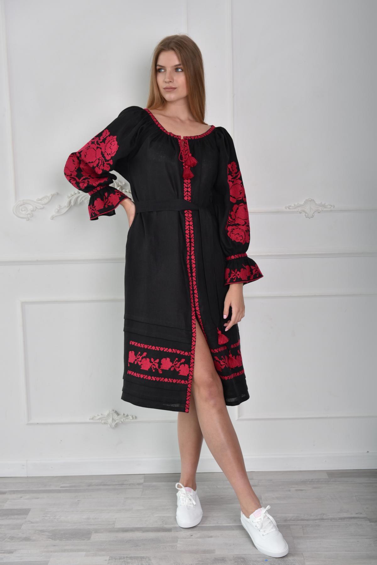 Черное платье-миди с малиновой вышивкой. Фото №1. | Народный дом Украина