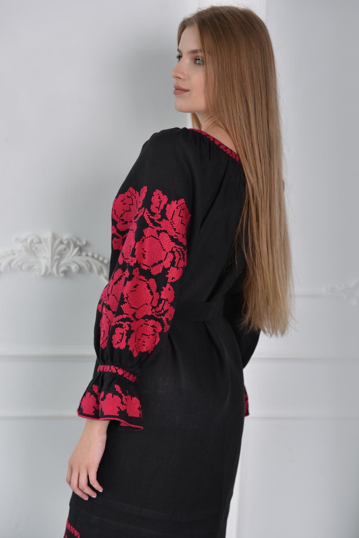 Черное платье-миди с малиновой вышивкой. Фото №2. | Народный дом Украина