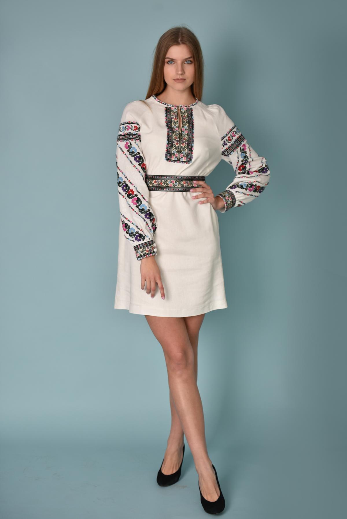 Біла вишита сукня з барвистою вишивкою. Фото №1. | Народний дім Україна
