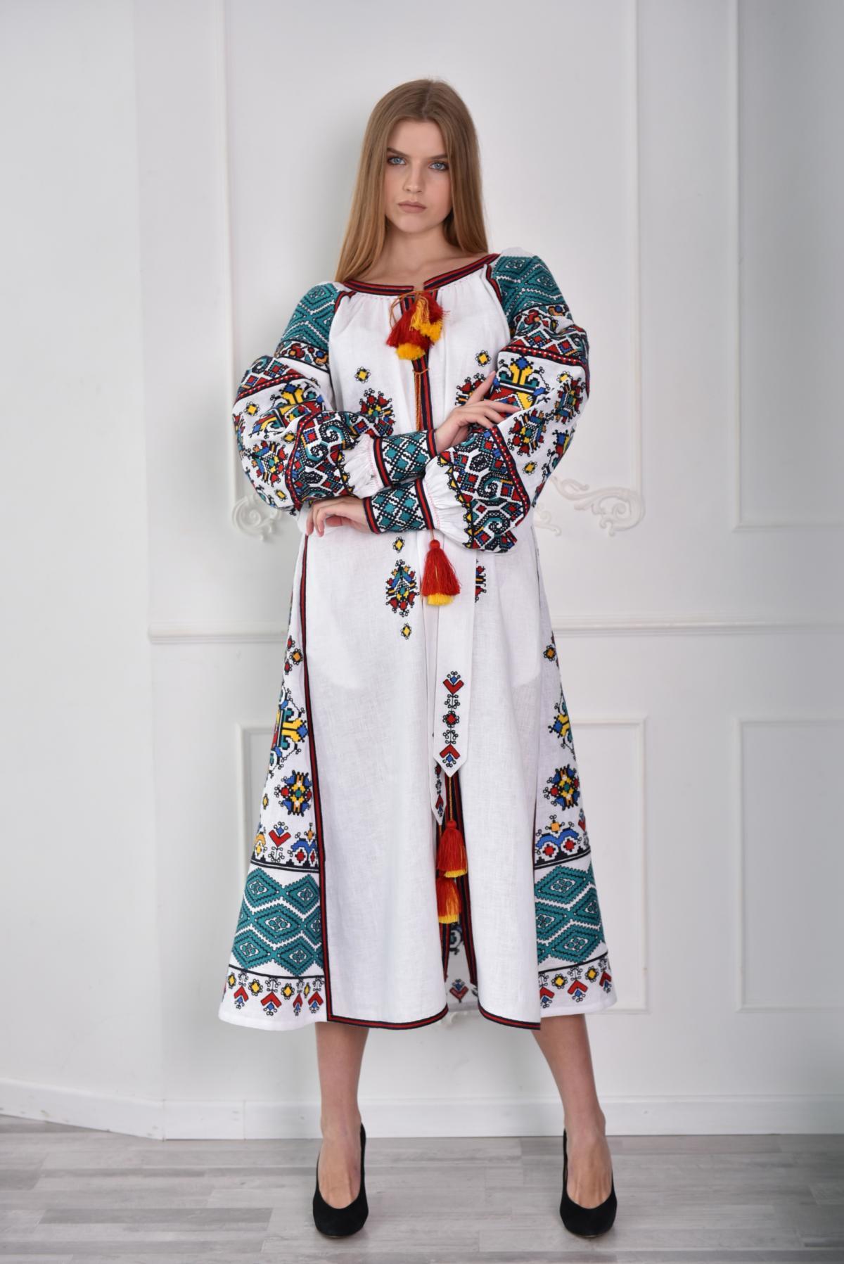 Длинное Белое платье-вышиванка с насыщенной вышивкой. Фото №1. | Народный дом Украина