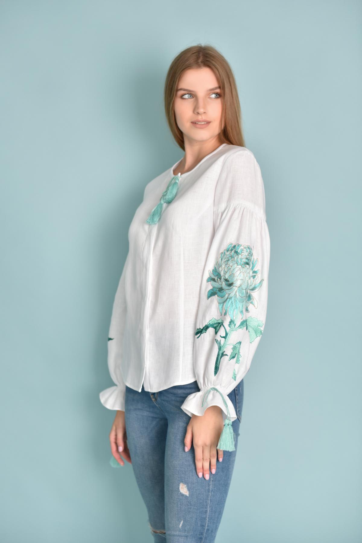 Белая женская вышиванка с мятной вышивкой. Фото №2. | Народный дом Украина