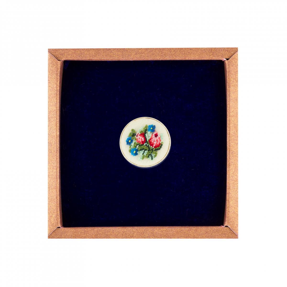 Кольцо с вышитыми цветами в технике микровишивки. Фото №1. | Народный дом Украина