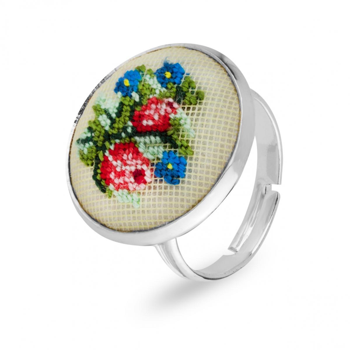 Кольцо с вышитыми цветами в технике микровишивки. Фото №2. | Народный дом Украина