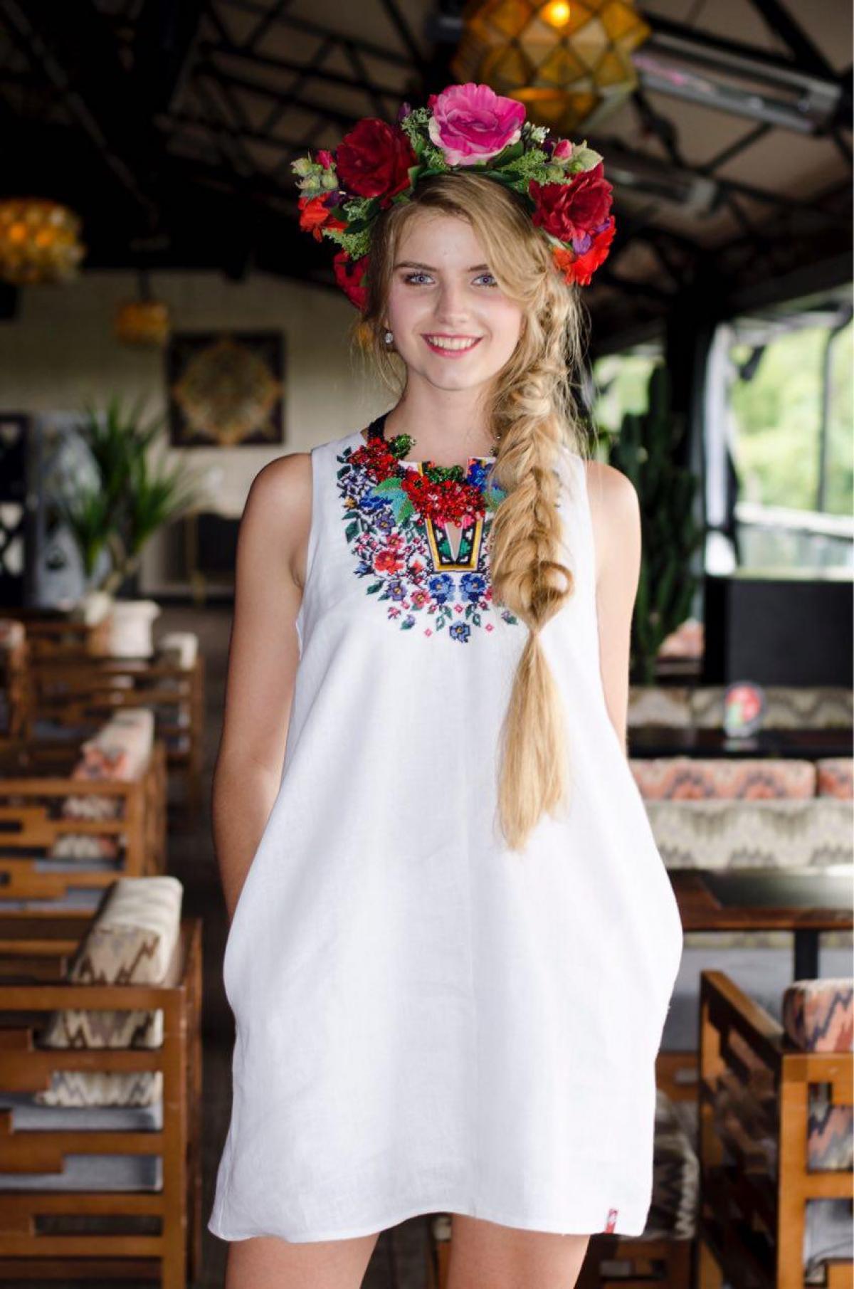 Lightweight white linen dress with embroidery. Photo №3. | Narodnyi dim Ukraine