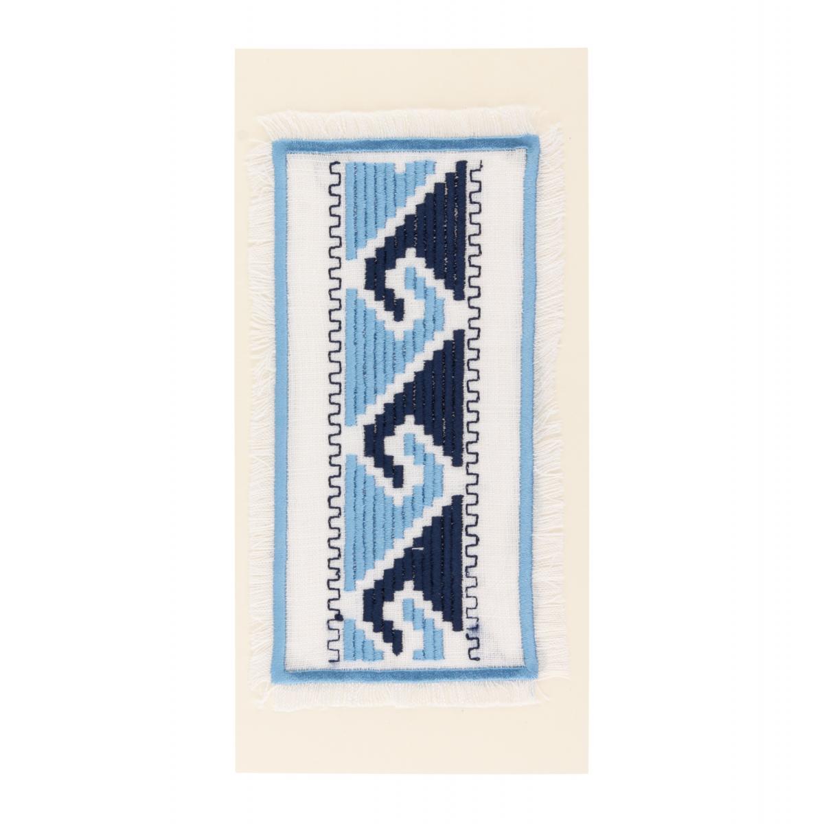 Открытка с сине-голубой вышивкой