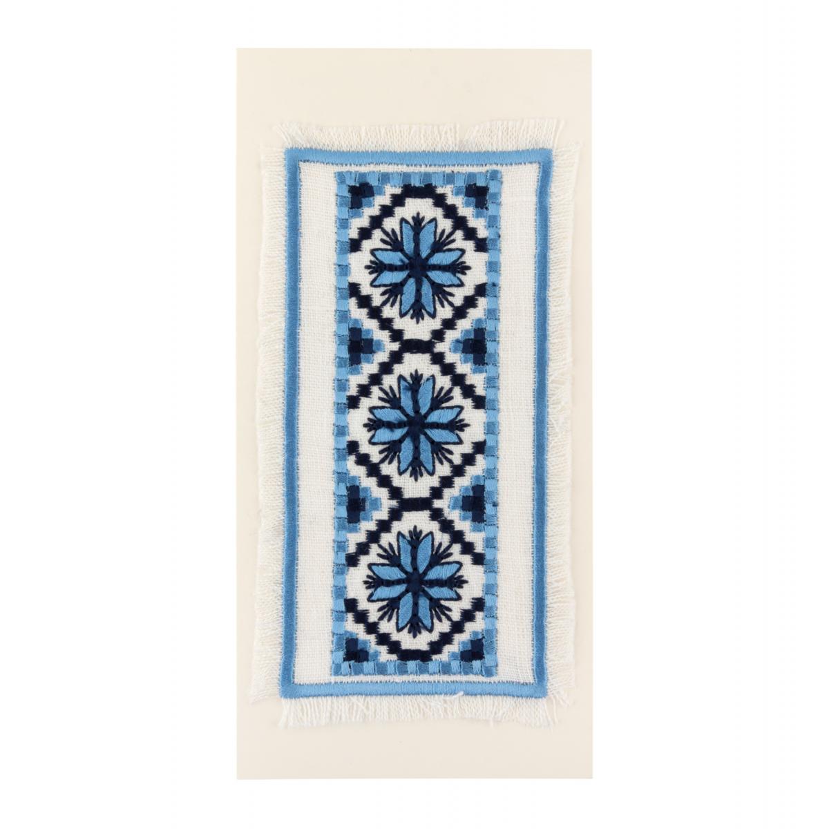 Postcard with embroidered blue flowers. Photo №1. | Narodnyi dim Ukraine