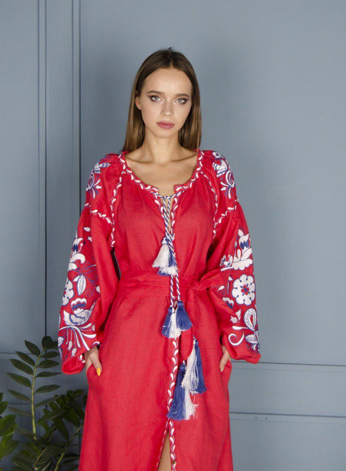 Красное льняное вышитое платье Птицы, длинное. Фото №3. | Народный дом Украина