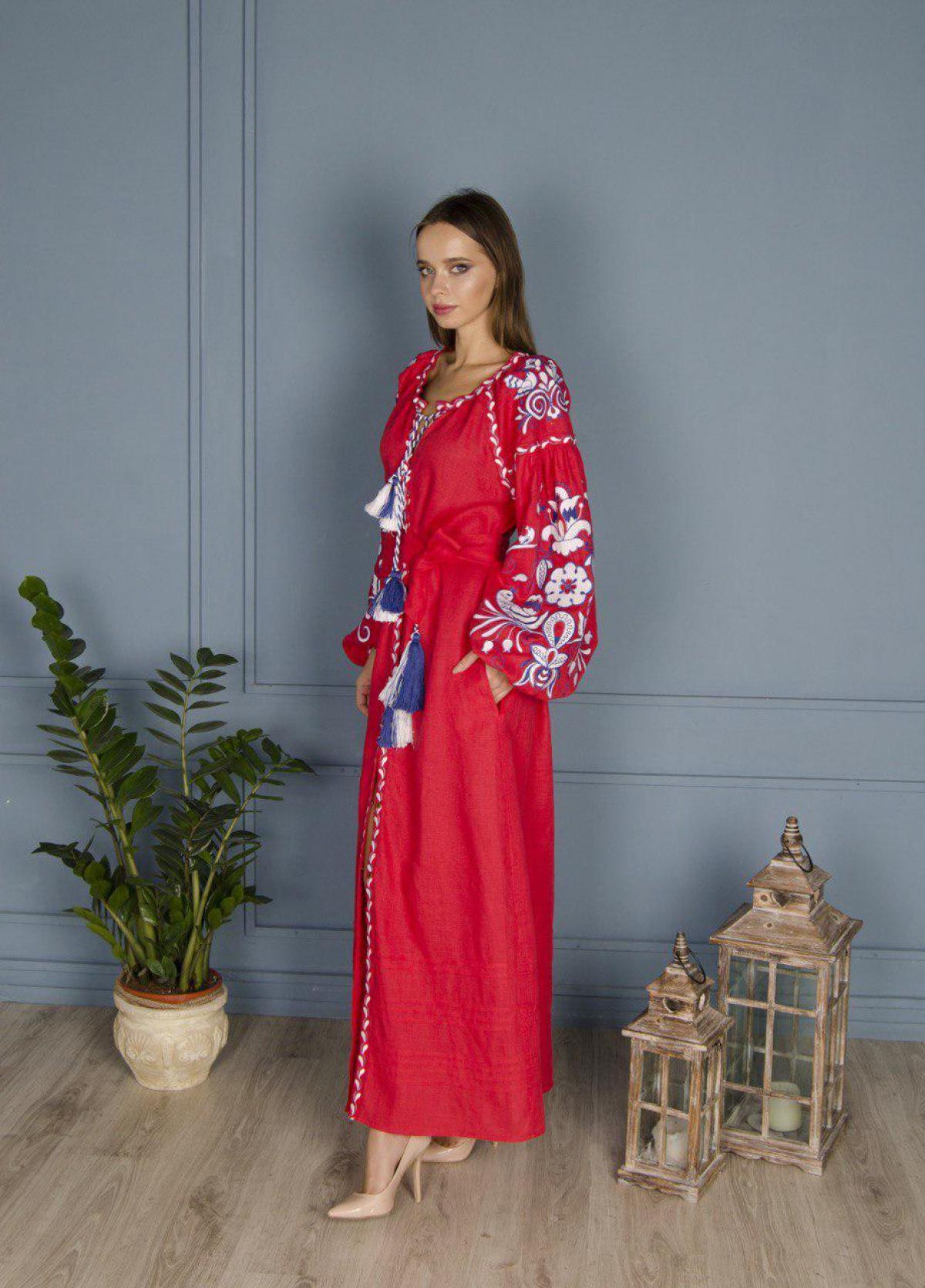 Красное льняное вышитое платье Птицы, длинное. Фото №4. | Народный дом Украина