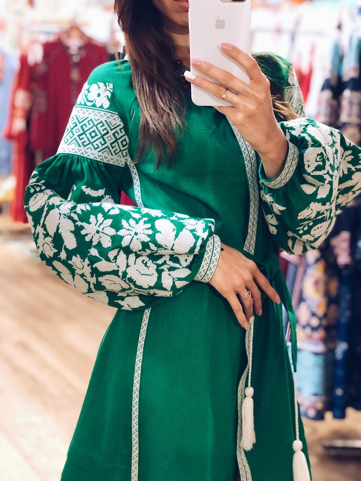 Сукня вишита білим на зеленому льоні. Фото №4. | Народний дім Україна