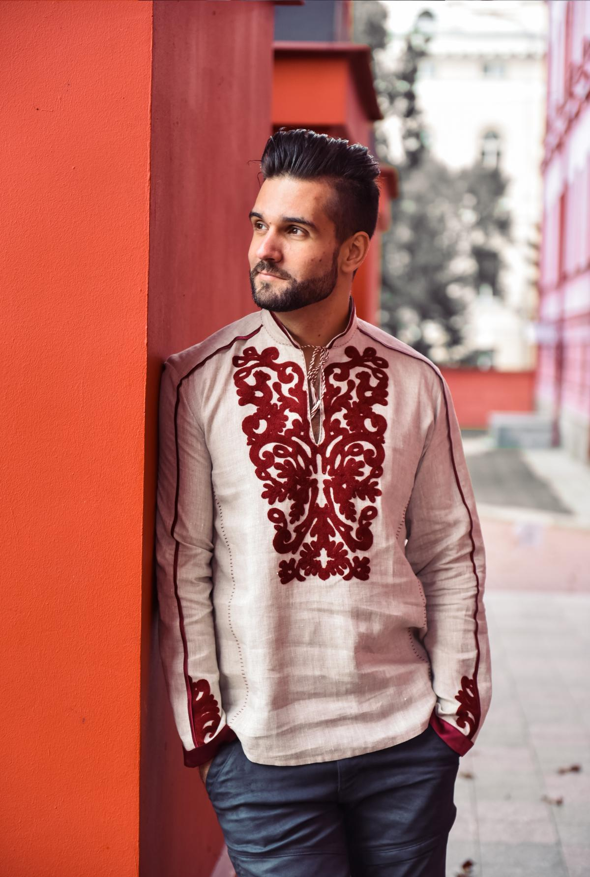 Beige male embroidered shirt with red embroidery. Photo №1. | Narodnyi dim Ukraine