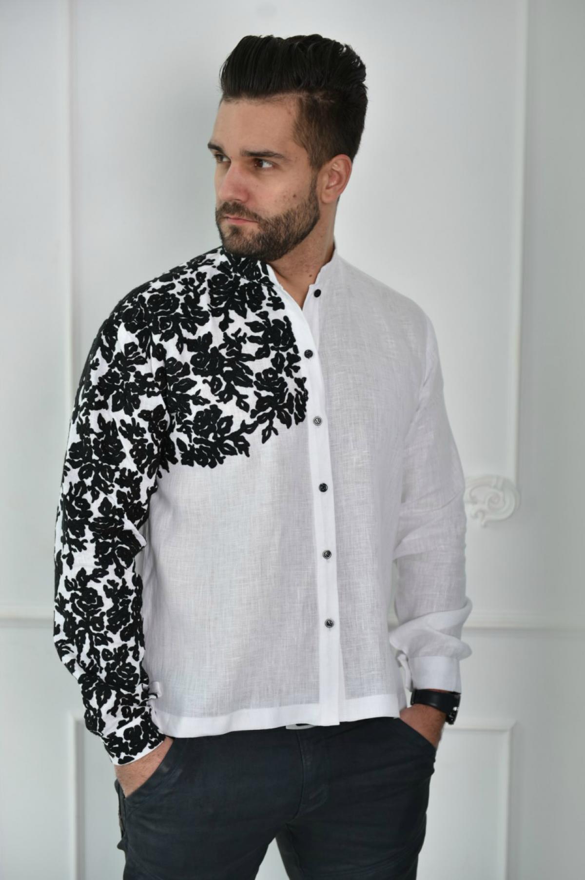 Біла лляна чоловіча сорочка з вишитим плечем. Фото №1. | Народний дім Україна