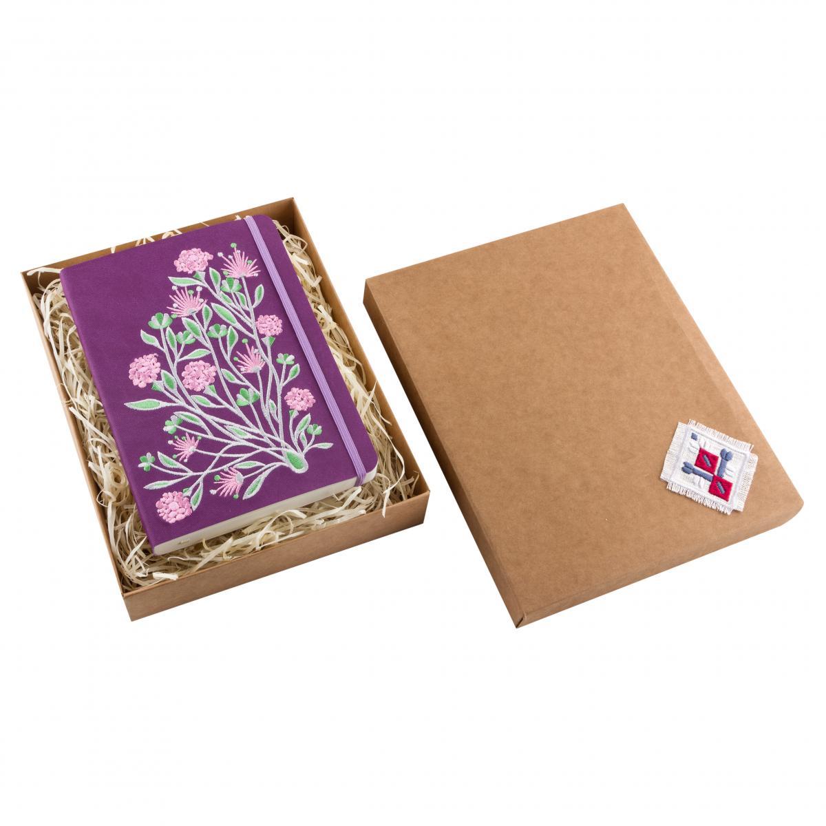 Блокнот фиолетового цвета с вышитыми цветами в коробочке. Фото №4. | Народный дом Украина