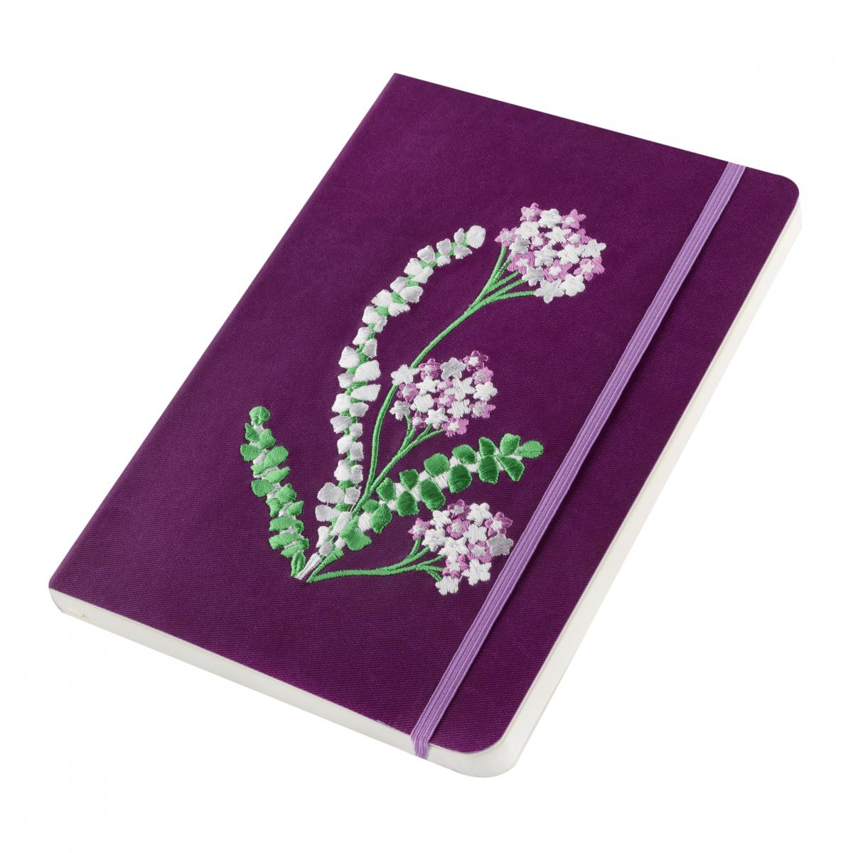 Блокнот фиолетового цвета с вышитыми цветками. Фото №2. | Народный дом Украина