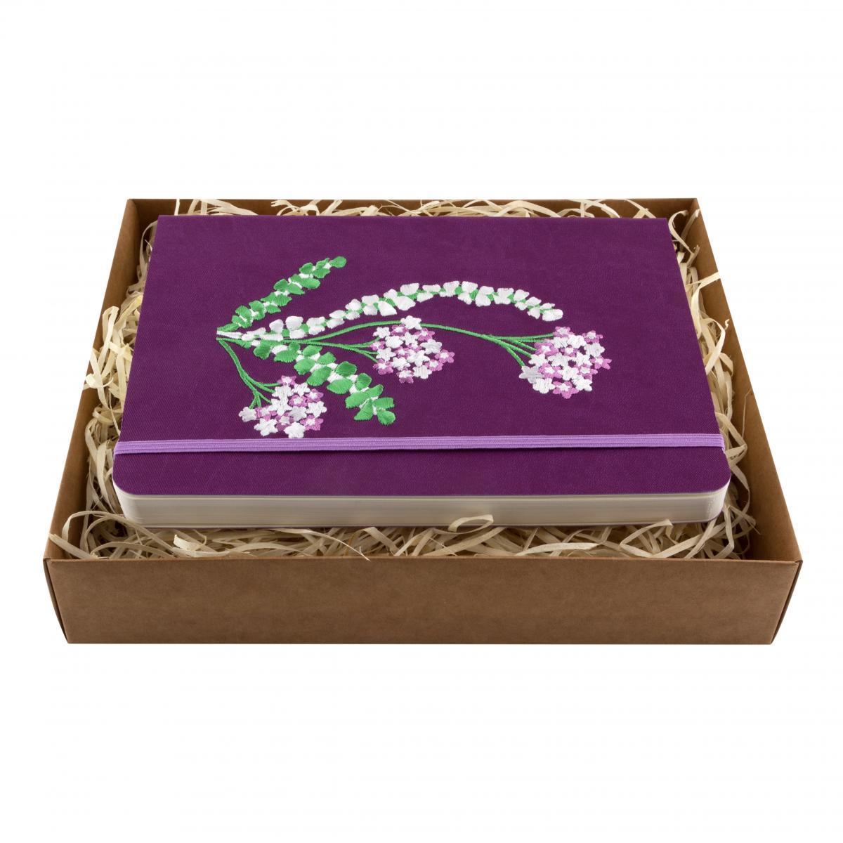 Блокнот фиолетового цвета с вышитыми цветками. Фото №1. | Народный дом Украина