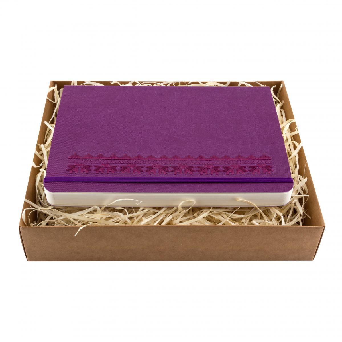 Блокнот з еко-шкіри з вишивкою Орнамент дубочки, фіолетовий. Фото №1. | Народний дім Україна