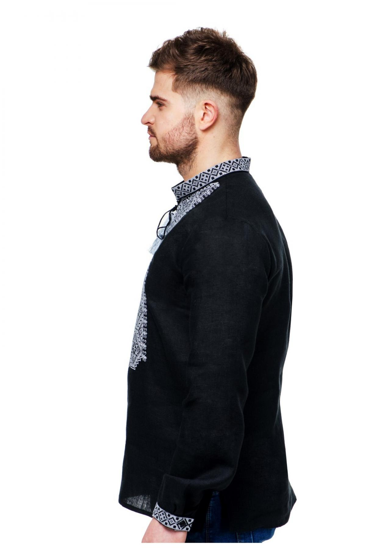 Чорна лляна чоловіча вишиванка з сірою вишивкою на грудях, комірцях та манжетах. Фото №3. | Народний дім Україна