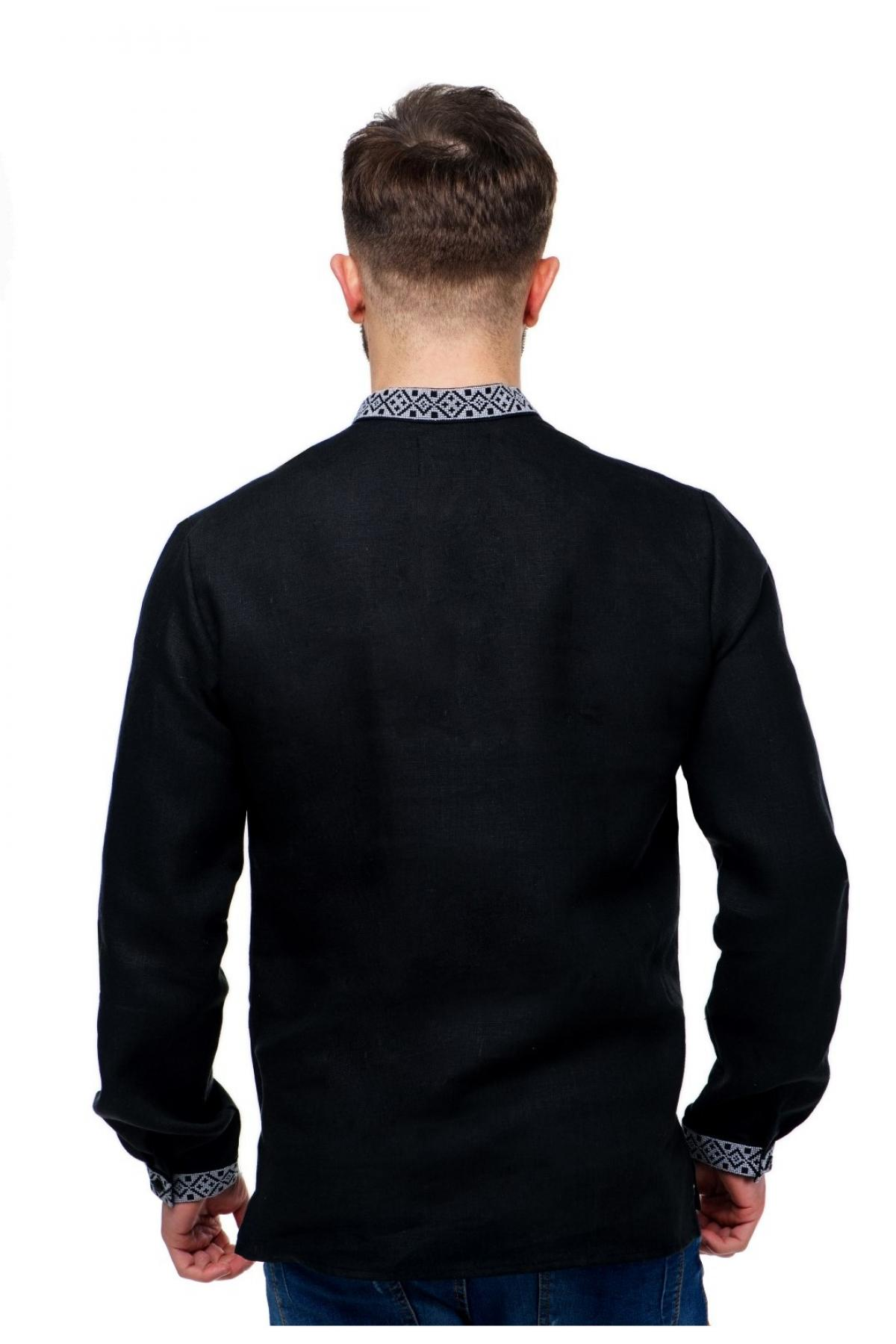 Чорна лляна чоловіча вишиванка з сірою вишивкою на грудях, комірцях та манжетах. Фото №2. | Народний дім Україна
