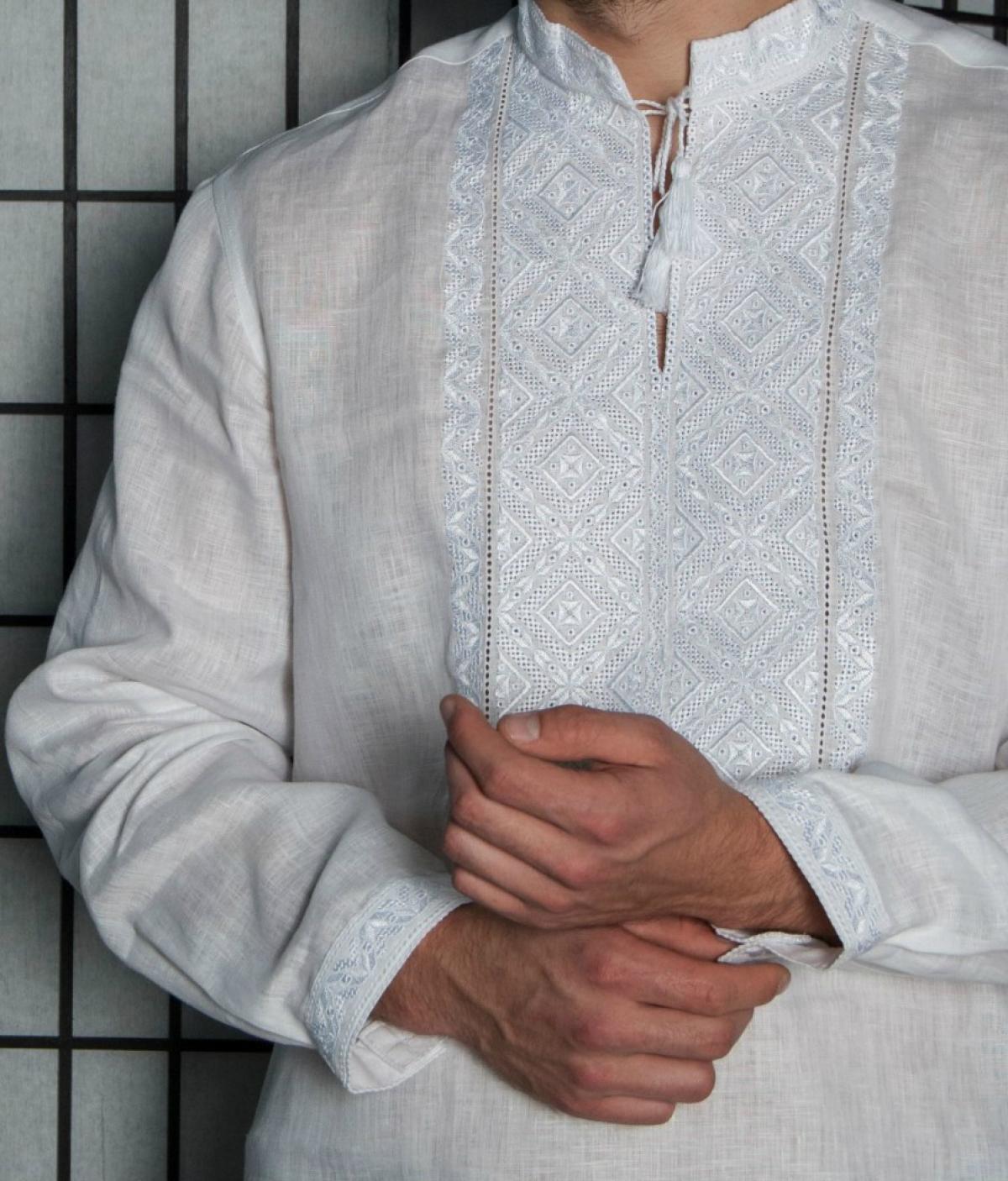 Біла чоловіча вишиванка з білою вишивкою. Фото №2. | Народний дім Україна