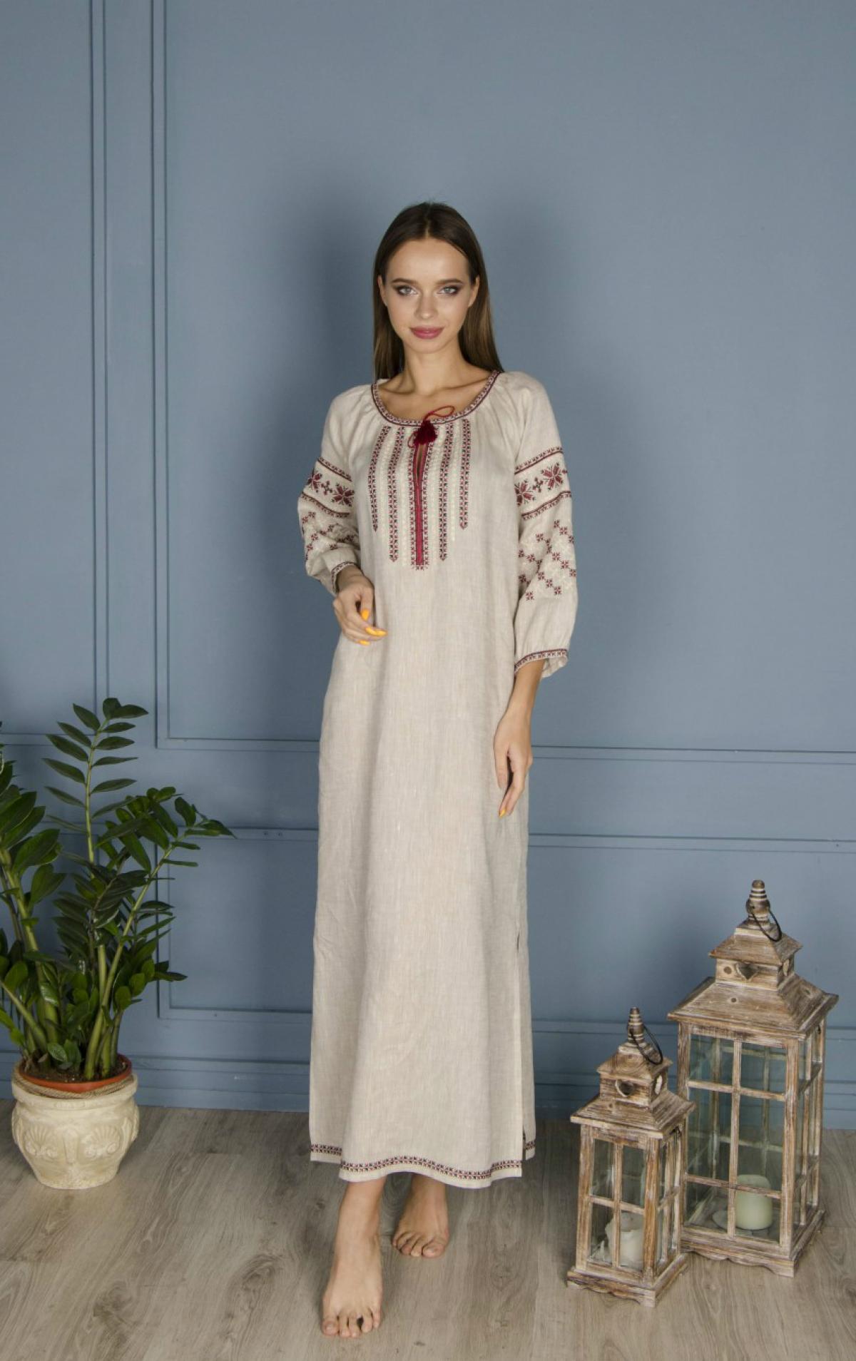 Льняное серое длинное платье с красной вишивеою. Фото №2. | Народный дом Украина