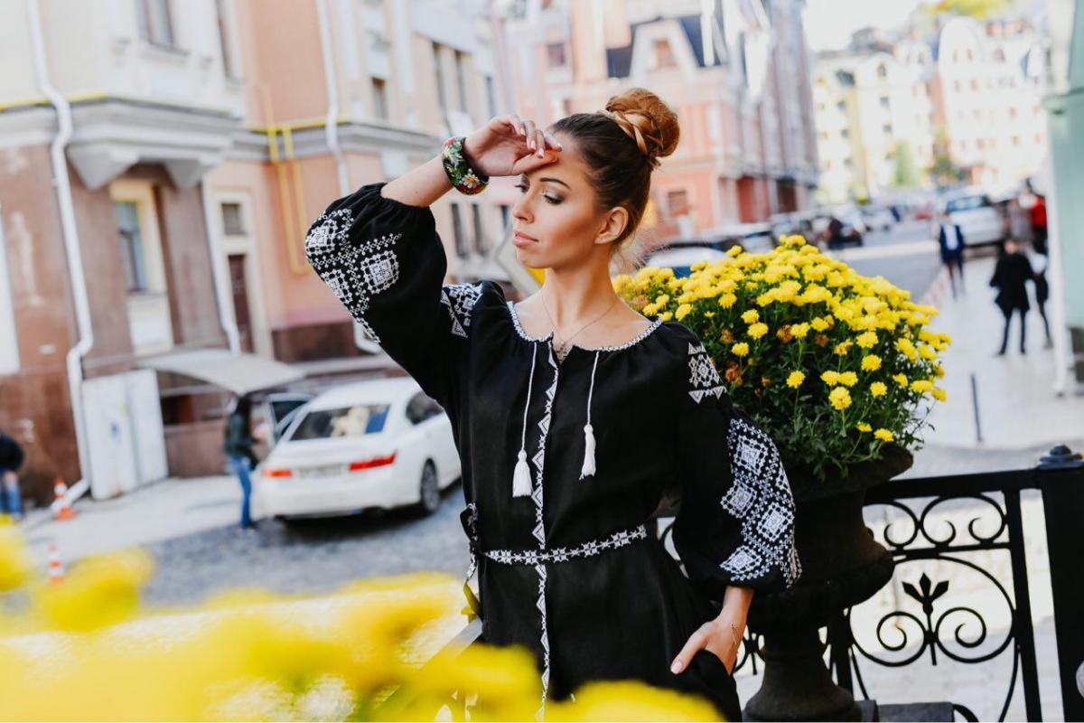 Black linen dress with white embroidery, midi. Photo №3. | Narodnyi dim Ukraine