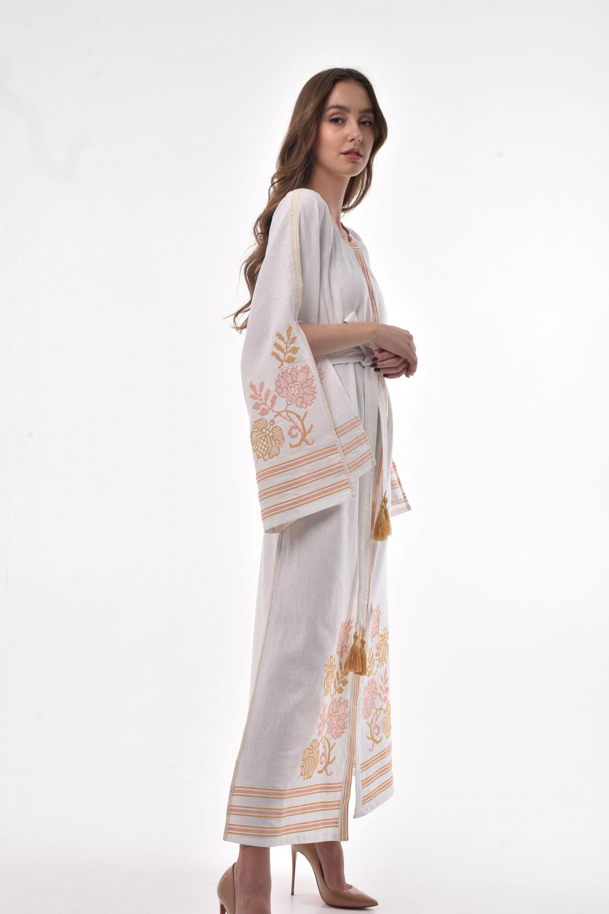 Молочна сукня з пишними рукавами з розрізами. Фото №2. | Народний дім Україна