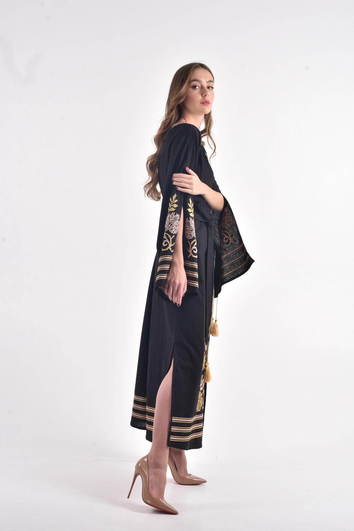 Черное льняное платье с пышными рукавами с разрезами. Фото №3. | Народный дом Украина