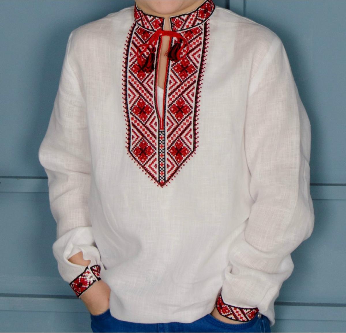 Вишиванка для хлопчика з червоно-чорною вишивкою. Фото №3. | Народний дім Україна
