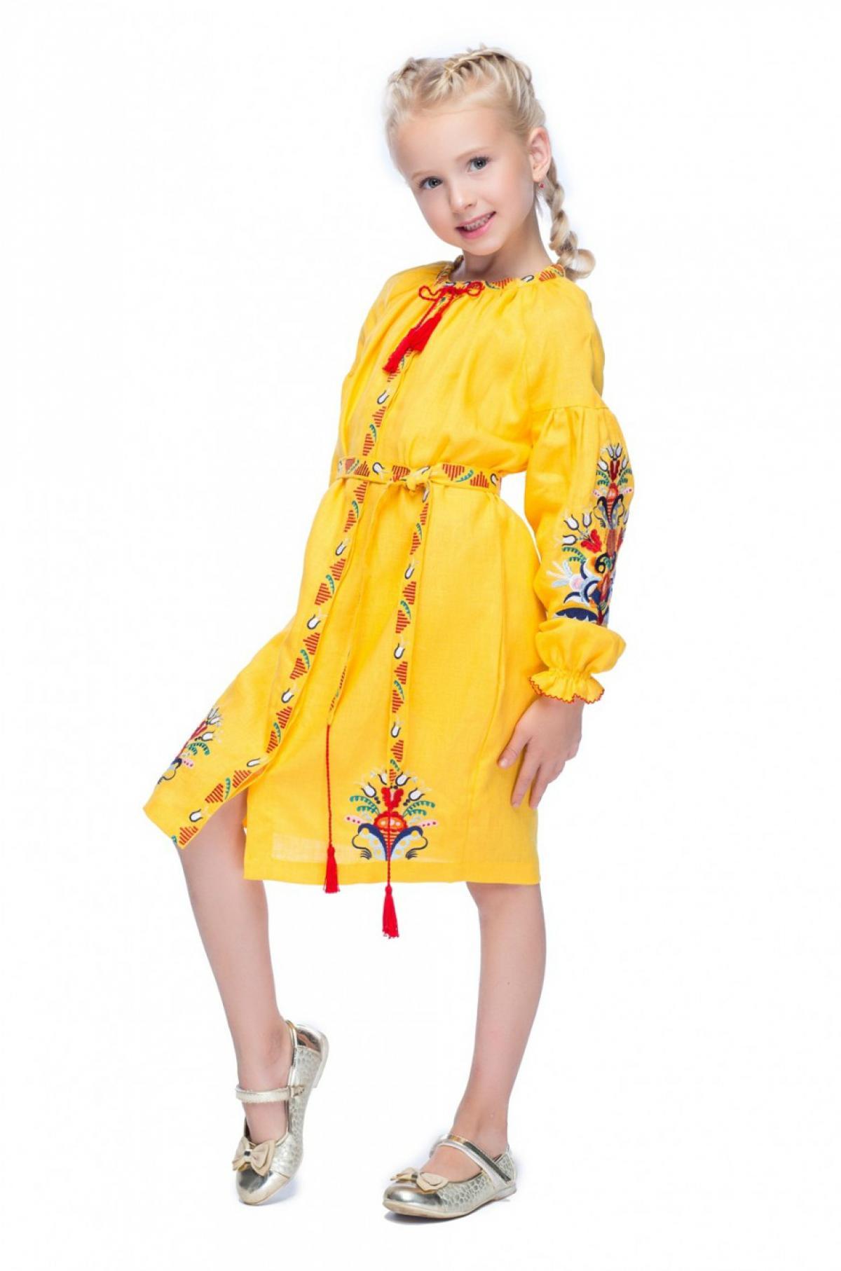 Вышитое желтое платье с петушками для девочки. Фото №1. | Народный дом Украина