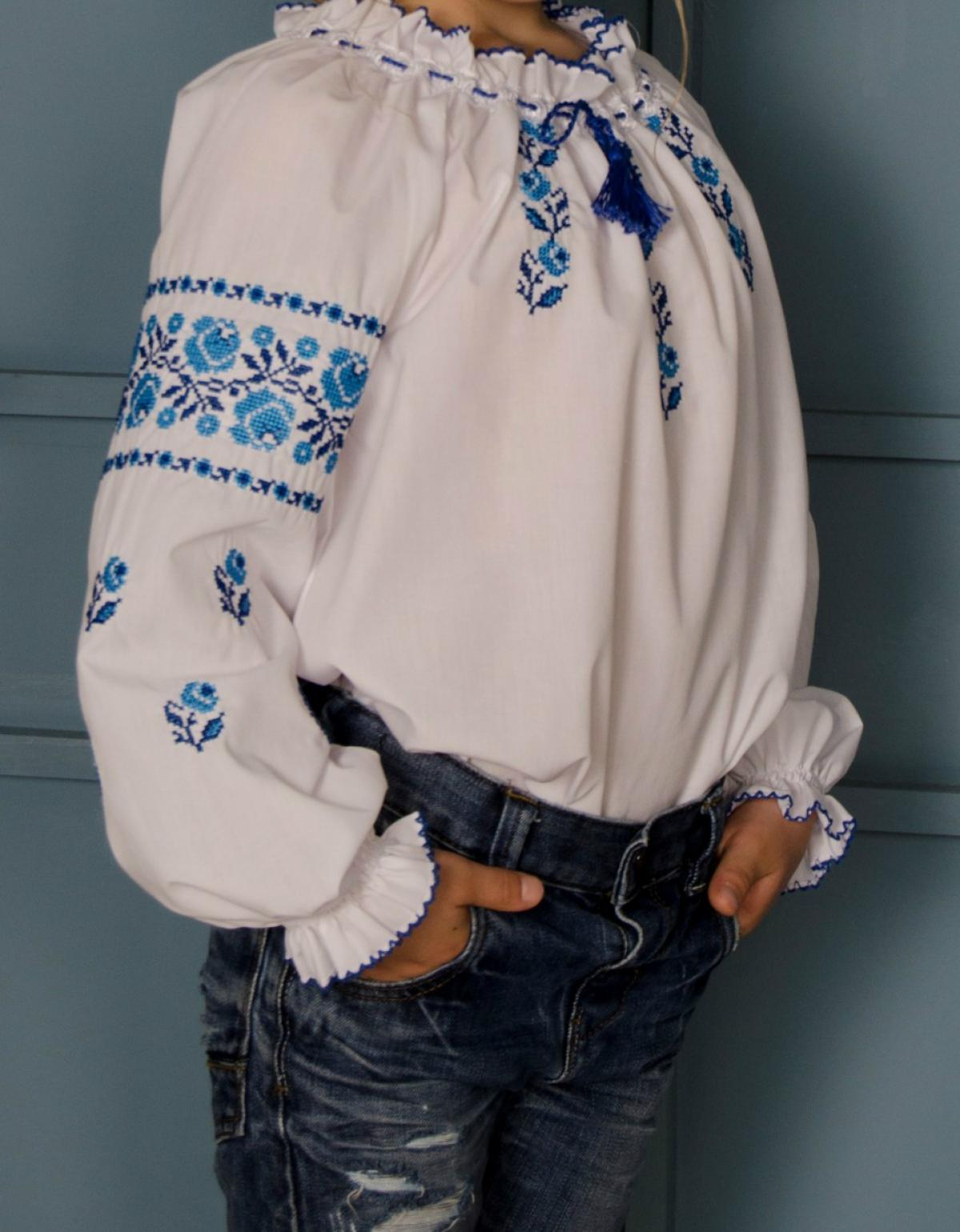 White embroidery for a girl with embroidered roses. Photo №3. | Narodnyi dim Ukraine