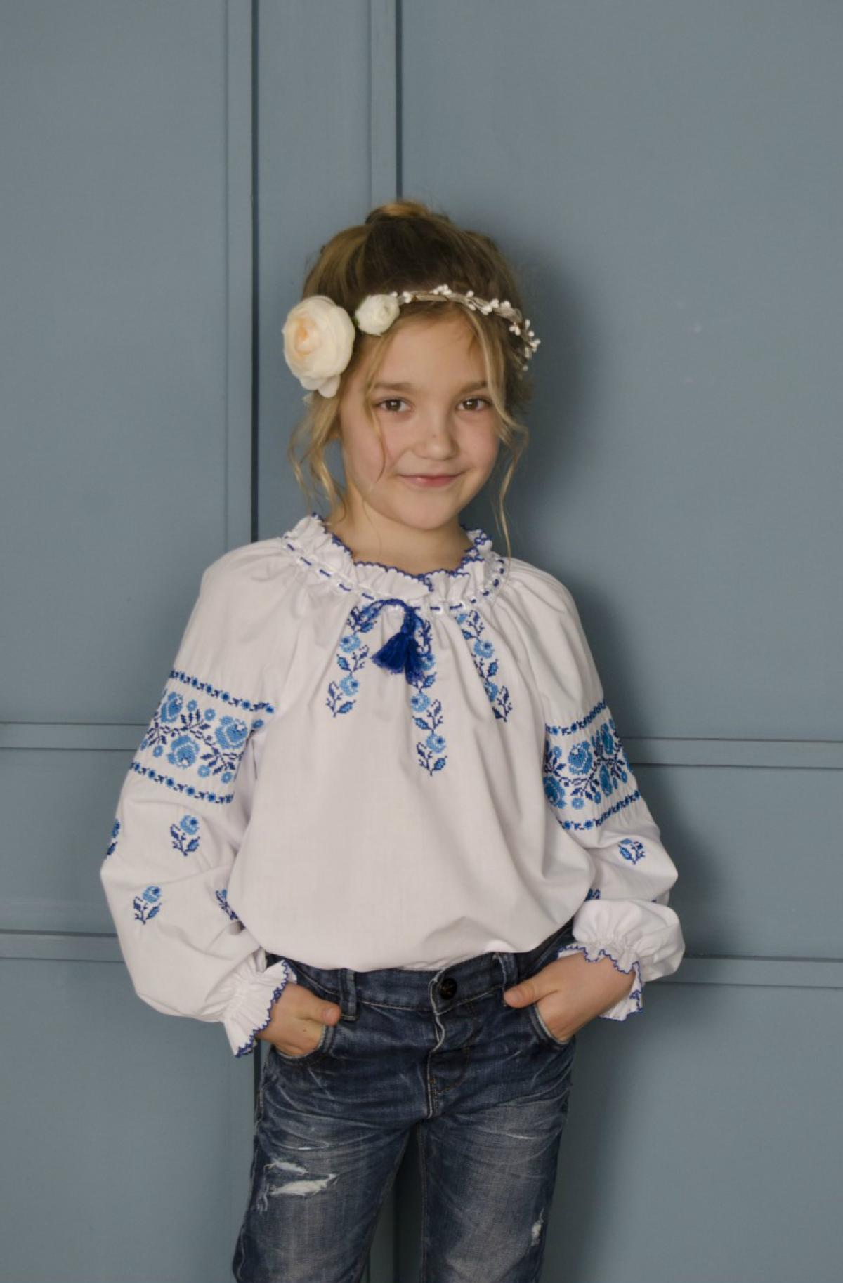 White embroidery for a girl with embroidered roses. Photo №1. | Narodnyi dim Ukraine