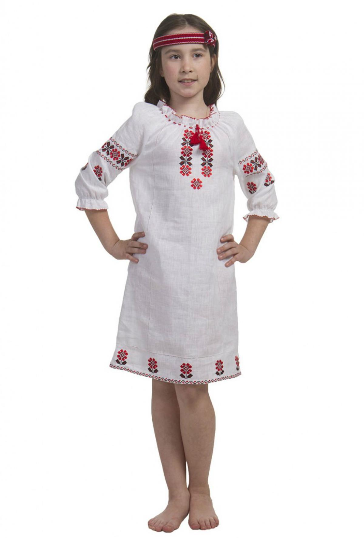 Белое вышитое платье для девочки с красными вышитыми цветами. Фото №1. | Народный дом Украина