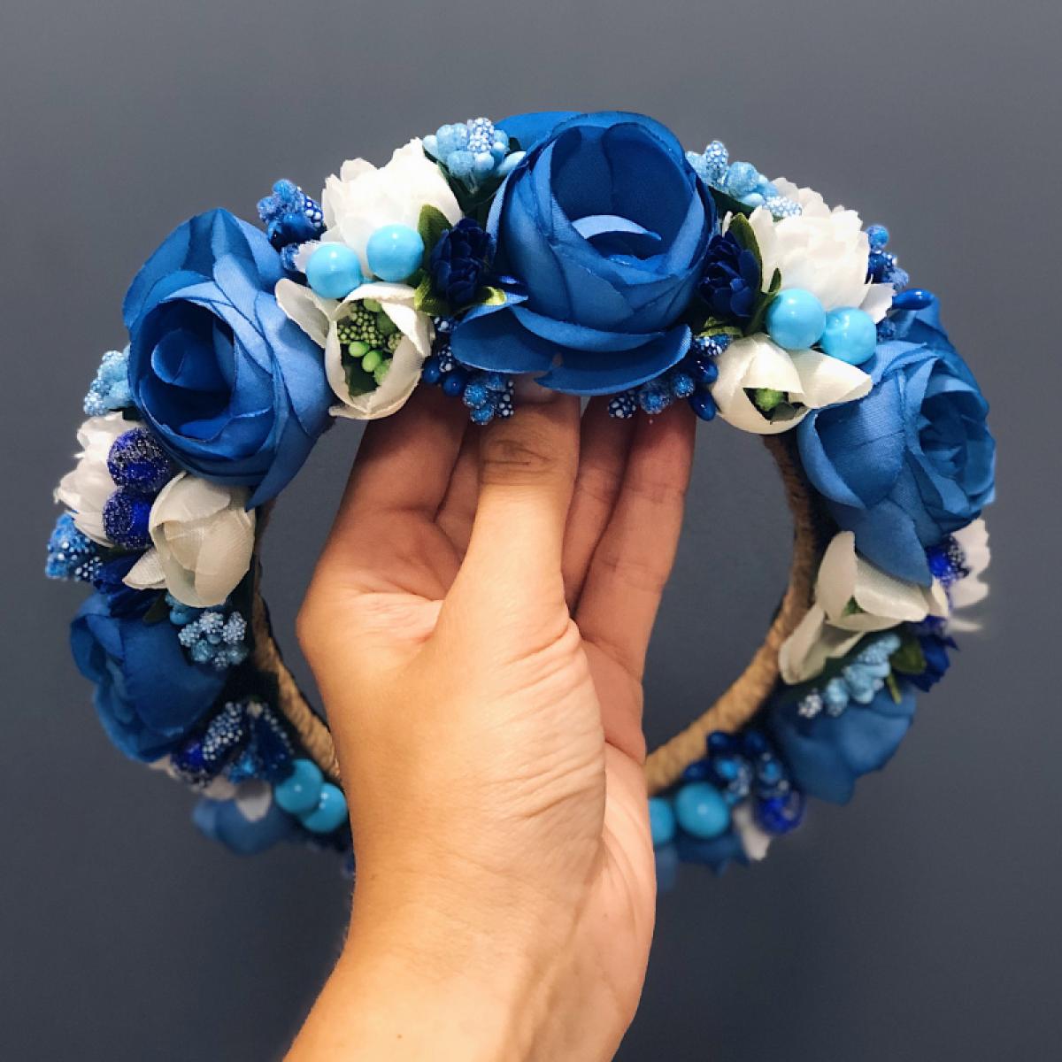 Веночек на голову с голубыми и белыми цветами